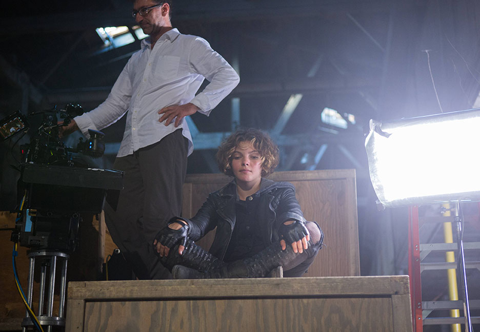 Backstage Look Quot Gotham Quot Spotlights Quot Selina Kyle Quot In 2nd
