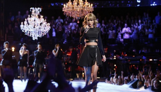 "Taylor Swift's ""1989"" Wins Sales Race With 331K; Closes in on ""Frozen"" (Updated)"