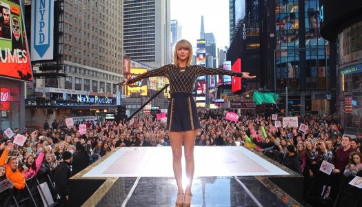"""Taylor Swift Premiering """"Out Of The Woods"""" Video During ABC's New Year's Eve Special"""