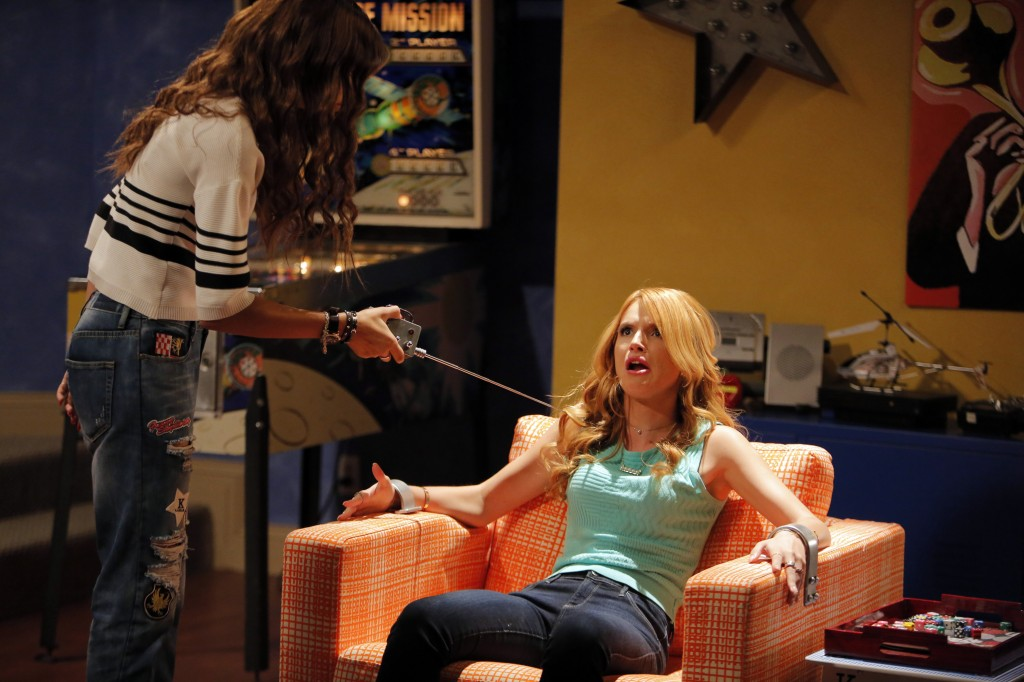 Bella Thorne kc undercover