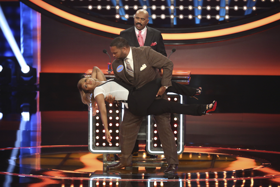 Anthony Anderson vs Toni Braxton l Celebrity Family Feud ...