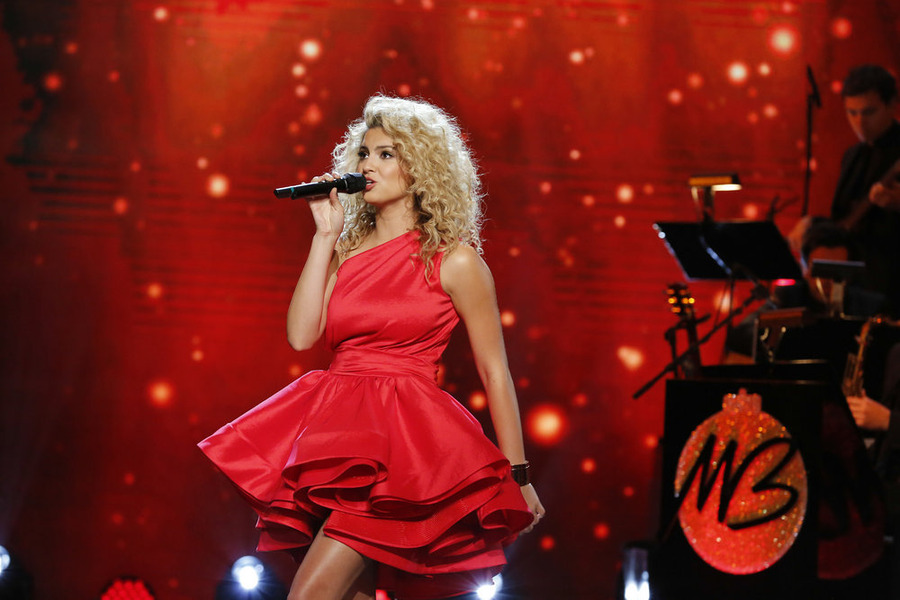 michael bubles christmas in hollywood pictured tori kelly photo by
