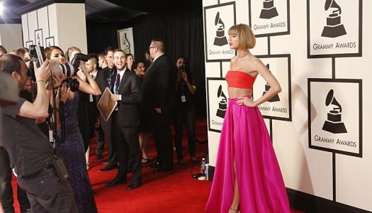 """Taylor Swift's """"New Romantics"""" Sinking at Pop Radio; Still Up at AC, Slightly at Hot AC"""