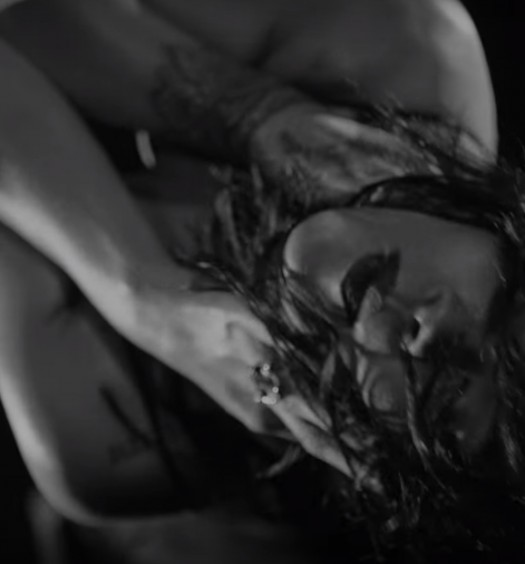 Rihanna [Kiss It Better Video]