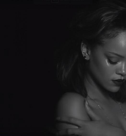 Rihanna [Official Kiss It Better Video]