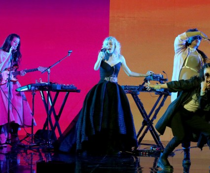 THE TONIGHT SHOW STARRING JIMMY FALLON -- Episode 0464 -- Pictured: Musical guest Grimes performs on May 4, 2016 -- (Photo by: Andrew Lipovsky/NBC)