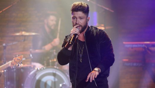 """First Look: Chris Lane Performs On """"Late Night With Seth Meyers"""""""