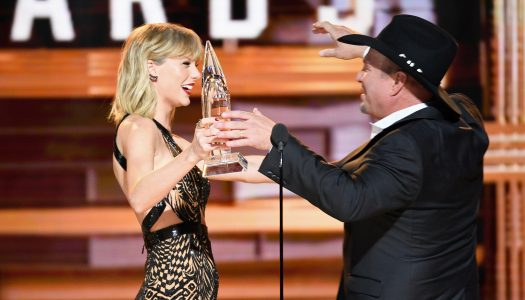 Taylor Swift Presents Garth Brooks With CMA Award For Entertainer Of The Year
