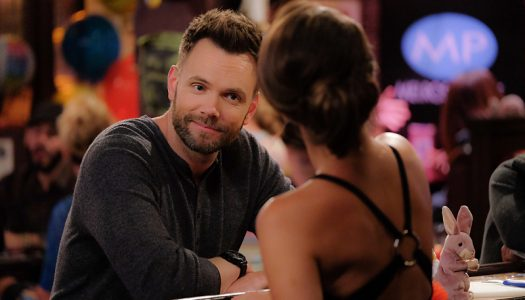 Joel McHale Confirmed As Host For 2017 People's Choice Awards