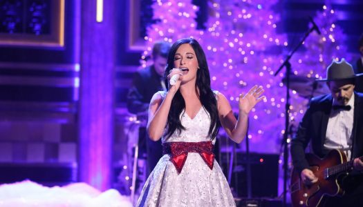 "Kacey Musgraves Performs ""Present Without A Bow"" On Jimmy Fallon's ""Tonight Show"" (Watch)"