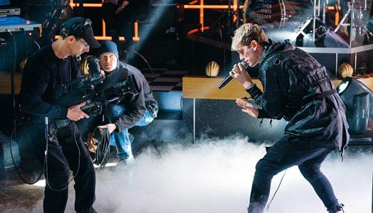"Machine Gun Kelly & Hailee Steinfeld's ""At My Best"" Enters Top 15 On US iTunes Sales Chart"