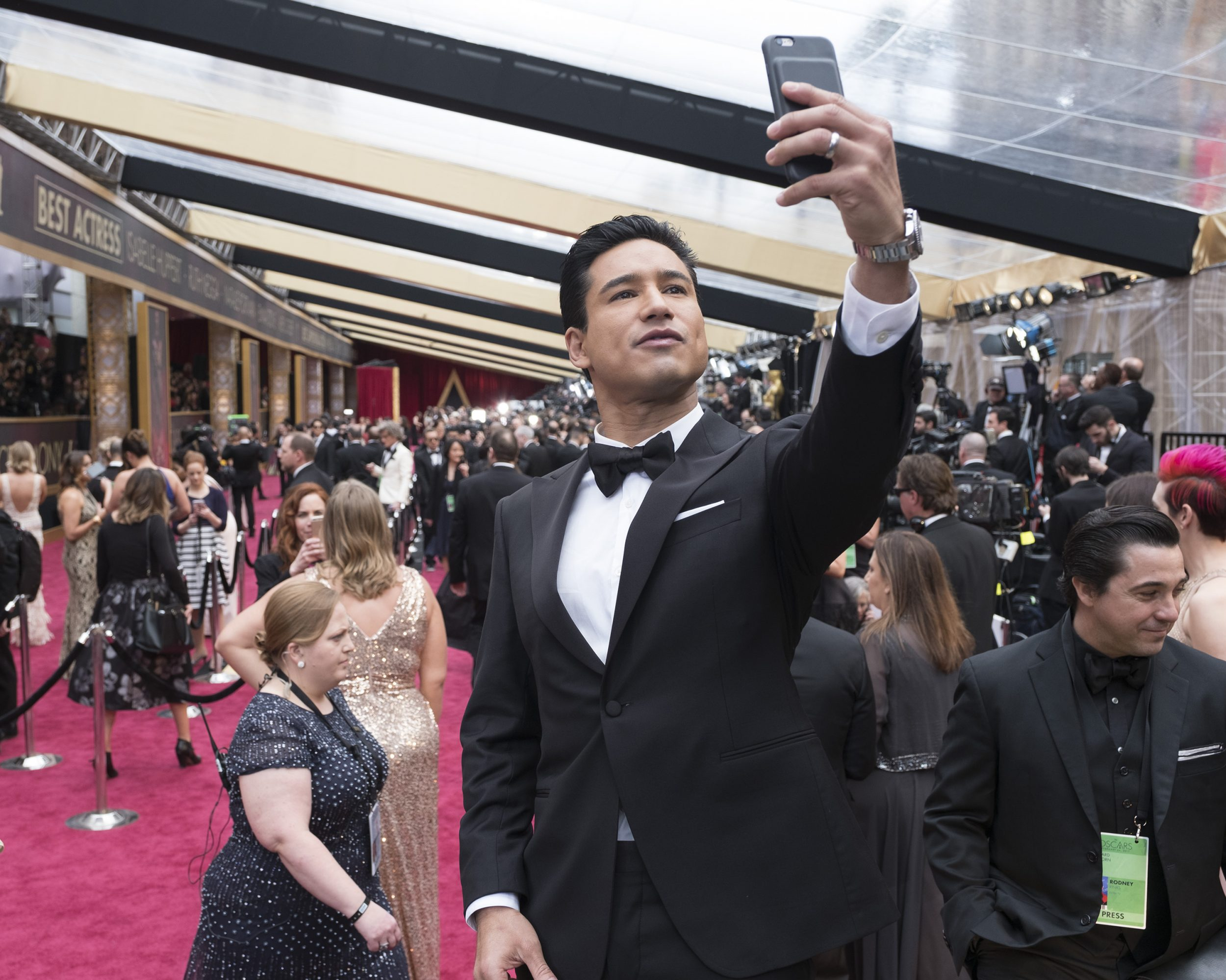 THE OSCARS(r) - The 89th Oscars(r)  broadcasts live on Oscar(r) SUNDAY, FEBRUARY 26, 2017, on the ABC Television Network. (ABC/Adam Rose) MARIO LOPEZ