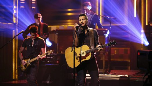 """Luke Bryan Performs """"Fast,"""" Plays Catchphrase On Fallon's """"Tonight Show"""" (Watch Now)"""