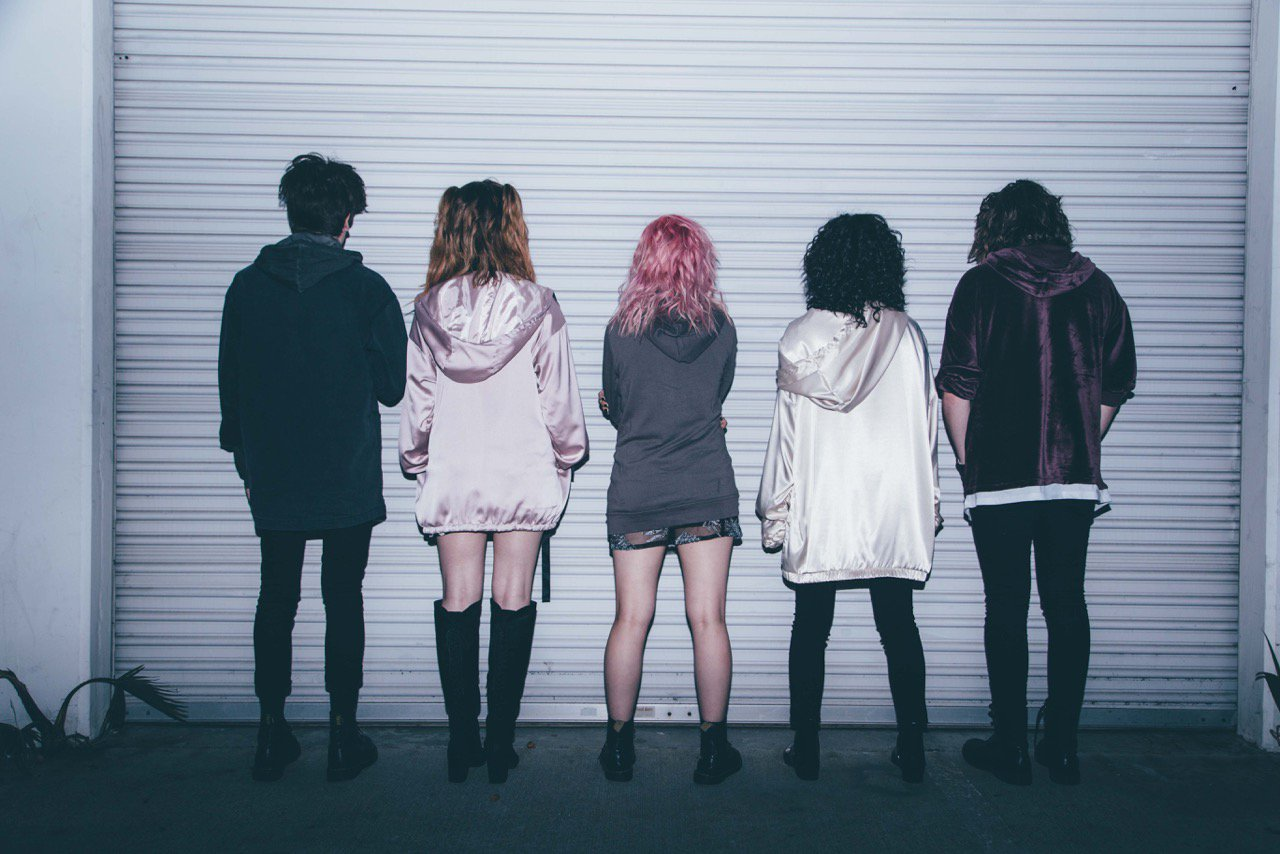 Hey Violet S New Single Quot Hoodie Quot Reaches 90 At Pop Radio