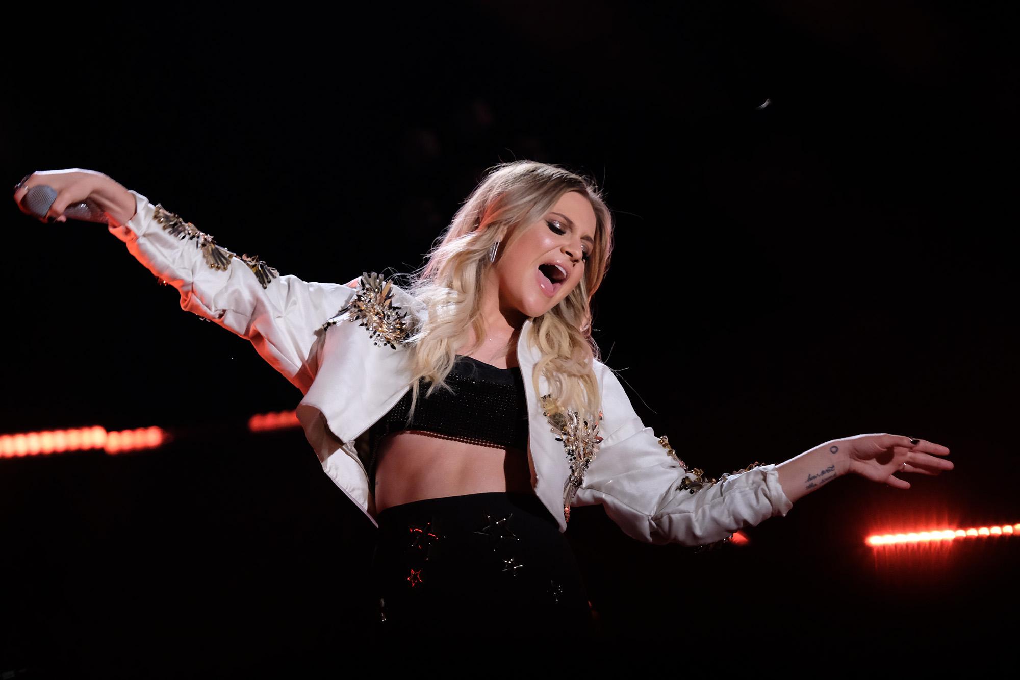 Kelsea Ballerini S Quot Dibs Quot Earns Platinum Status In The