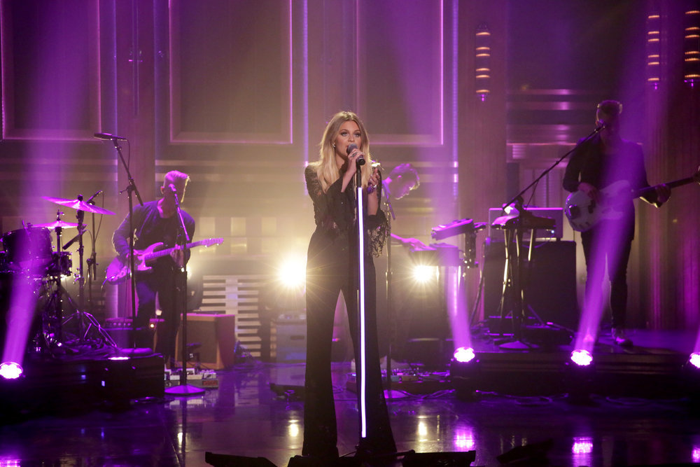 Kelsea Ballerini Performs/ Plays Charades On Tonight Show