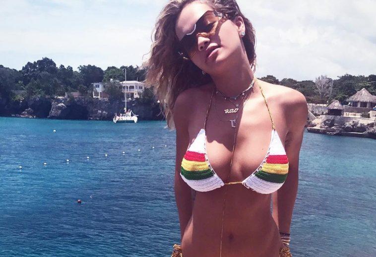 Model nude ass
