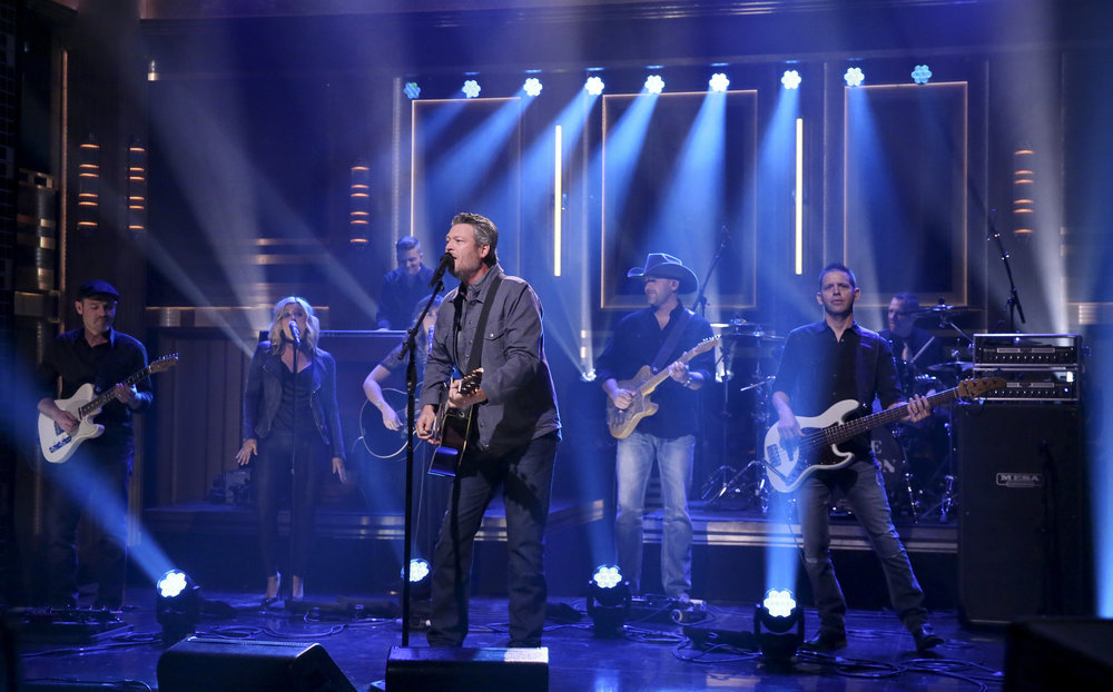 Blake Shelton Performs New Track, Eats Raw Onion on 'The Tonight Show'