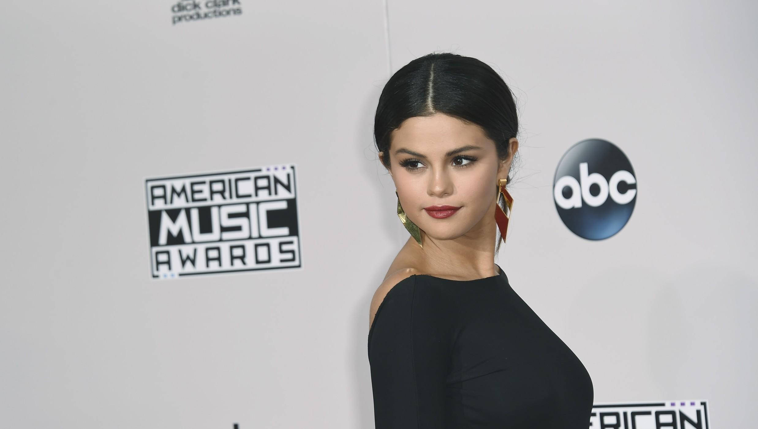 "Selena Gomez' ""Good For You"" Surges Into Pop Radio's Top 10; Rachel Platten Also Enters"