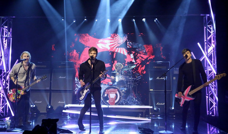 5 Seconds Of Summer Performs Hey Everybody On Fallons Tonight Show Watch Now