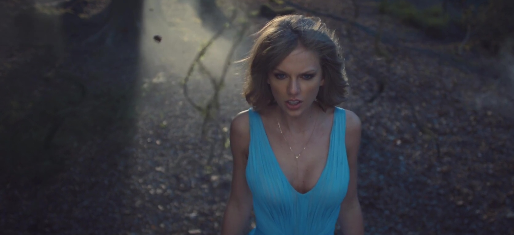 "Taylor Swift's ""Out Of The Woods"" Reaches Top 15 At Hot AC"