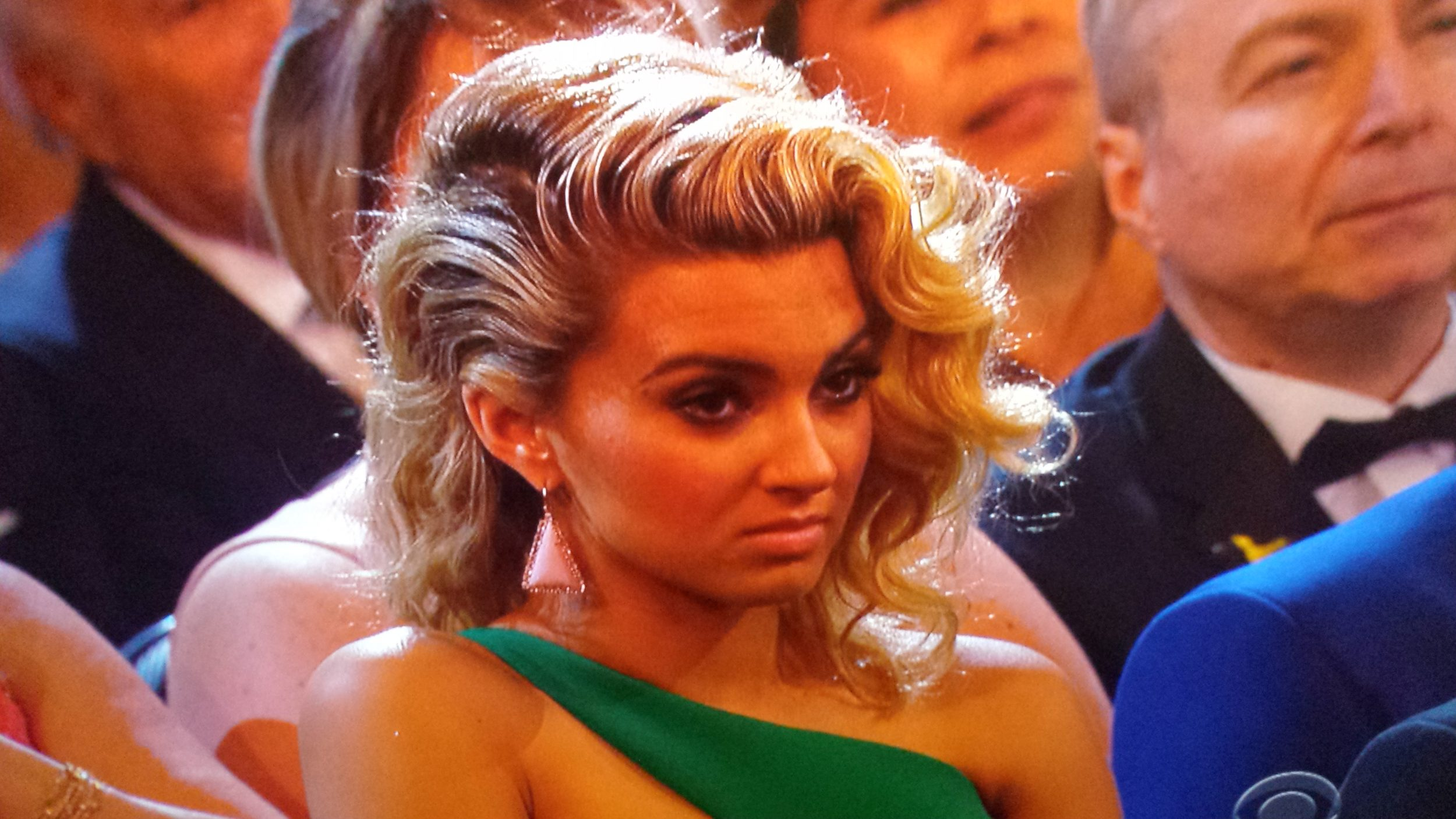 Fans Buzz Over Tori Kelly S Reaction To Taylor Swift S Grammys Victory Speech
