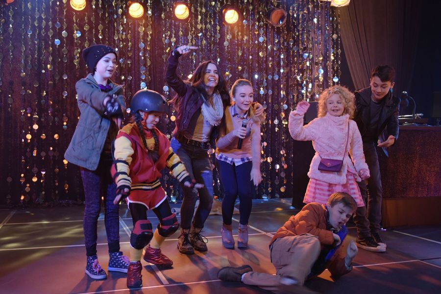 Ratings Quot Adventures In Babysitting Quot Ranks As Friday S 1