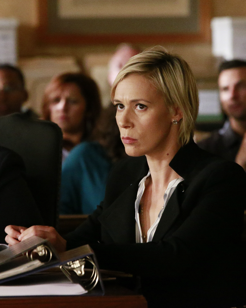 """HOW TO GET AWAY WITH MURDER - """"Always Bet Black"""" - Annalise presents her class with a high-profile murder case that pushes even the Keating 5's morals, while Laurel makes a shocking discovery through an unlikely source, on """"How to Get Away with Murder,"""" THURSDAY, OCTOBER 6 (10:00-11:00 p.m. EDT), on the ABC Television Network. (ABC/Mitch Haaseth) LIZA WEIL"""