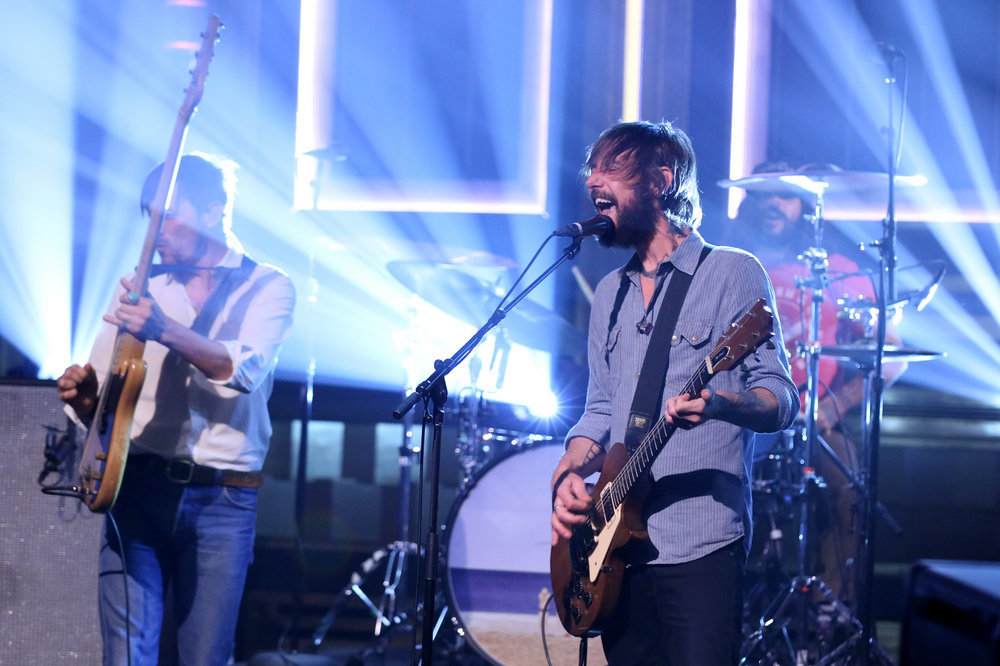 THE TONIGHT SHOW STARRING JIMMY FALLON -- Episode 0538 -- Pictured: (l-r) Bill Reynolds, Ben Bridwell, and Creighton Barrett of musical guest Band of Horses perform on September 21, 2016 -- (Photo by: Andrew Lipovsky/NBC)