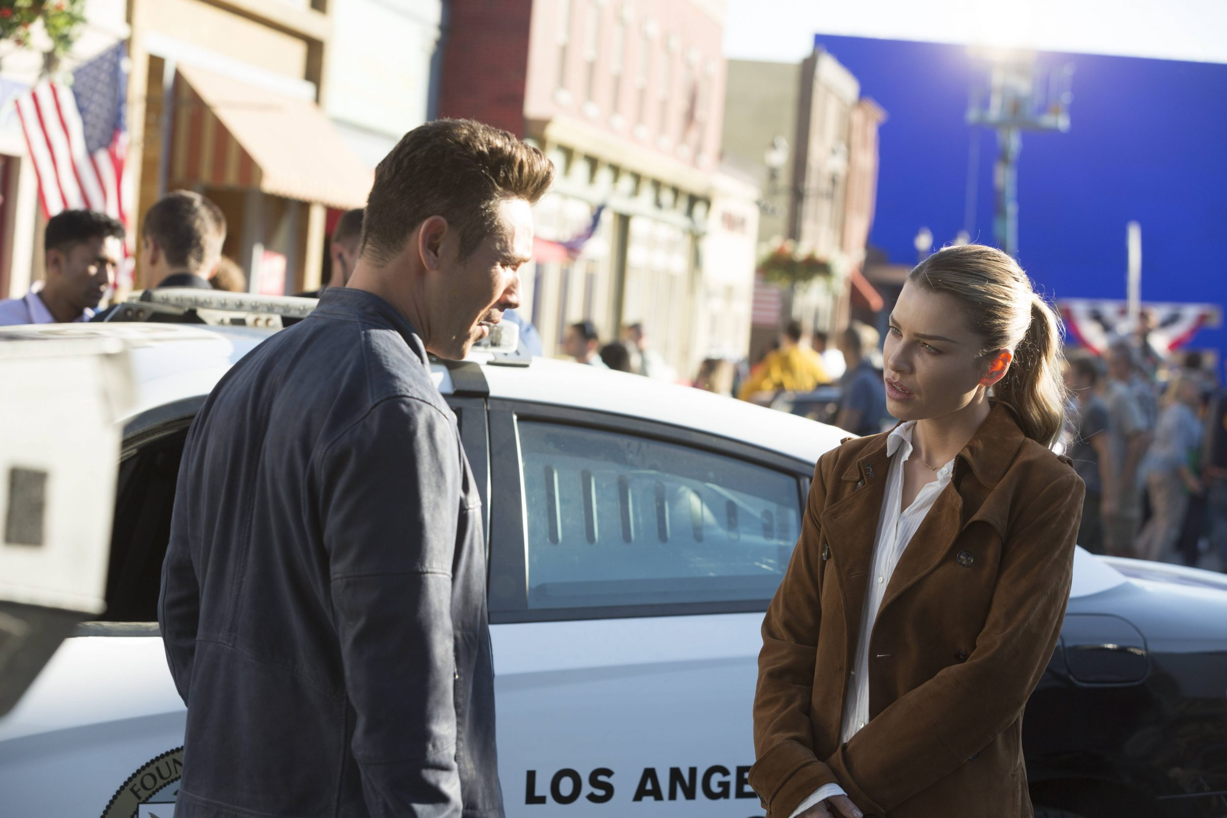 LUCIFER: L-R: Kevin Alejandro and Lauren German in ÒEverythingÕs Coming Up LuciferÓ season premiere episode of LUCIFER airing Monday, Sept. 19 (9:01-10:00 PM ET/PT) on FOX ©2016 Fox Broadcasting Co. Cr: Michael Courtney/FOX.