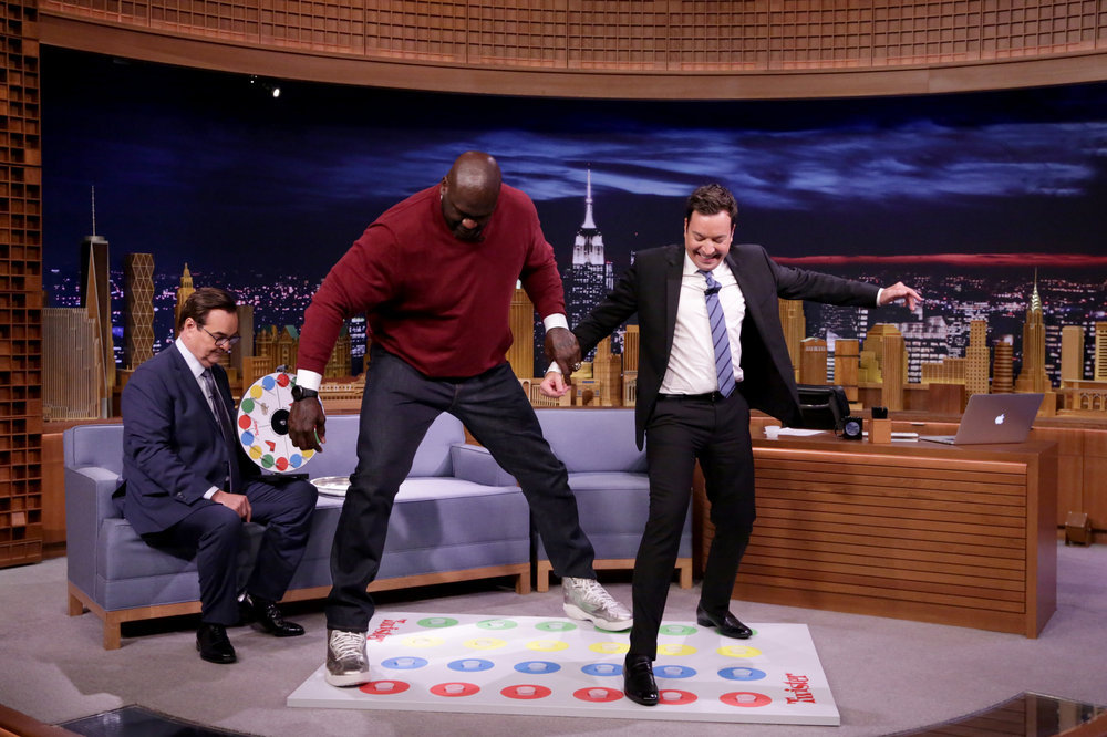 "THE TONIGHT SHOW STARRING JIMMY FALLON -- Episode 0531 -- Pictured: (l-r) Announcer Steve Higgins, basketball player Shaquille O'Neal, and host Jimmy Fallon play ""Jello Shot Twister"" on September 12, 2016 -- (Photo by: Andrew Lipovsky/NBC)"