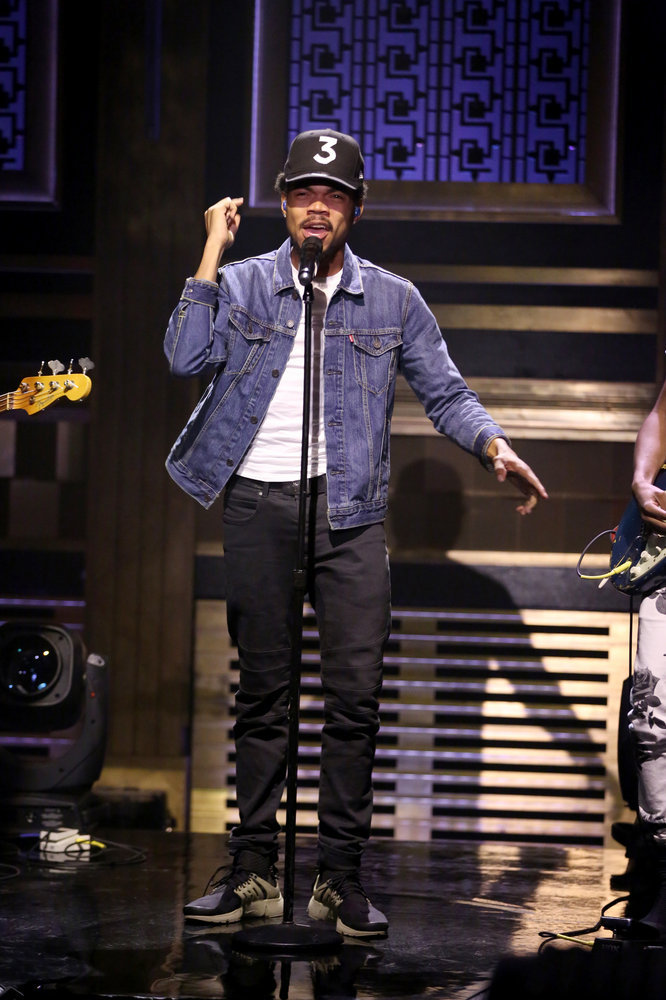 THE TONIGHT SHOW STARRING JIMMY FALLON -- Episode 0546 -- Pictured: Musical guest Chance the Rapper performs on October 3, 2016 -- (Photo by: Andrew Lipovsky/NBC)