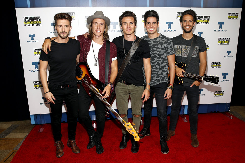 """2016 LATIN AMERICAN MUSIC AWARDS -- """"Press Room"""" -- Pictured: Music group DVICIO poses backstage at the 2016 Latin American Music Awards at the Dolby Theater in Los Angeles, CA on October 6, 2016 -- (Photo by: Jesse Grant/Telemundo)"""