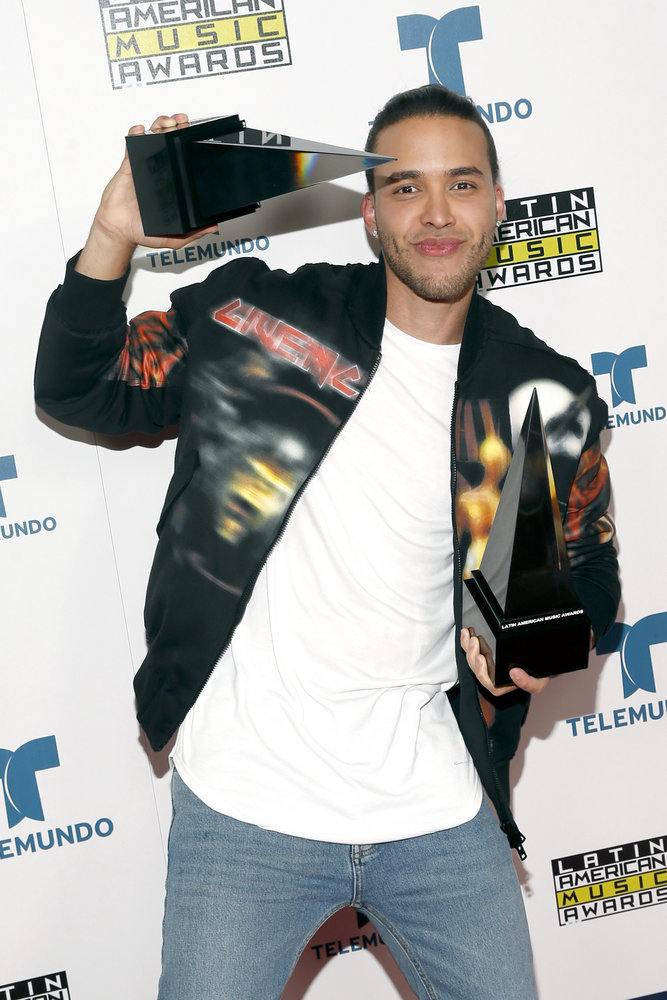 """2016 LATIN AMERICAN MUSIC AWARDS -- """"Press Room"""" -- Pictured: Recording artist Prince Royce poses with awards backstage at the 2016 Latin American Music Awards at the Dolby Theater in Los Angeles, CA on October 6, 2016 -- (Photo by: Jesse Grant/Telemundo)"""