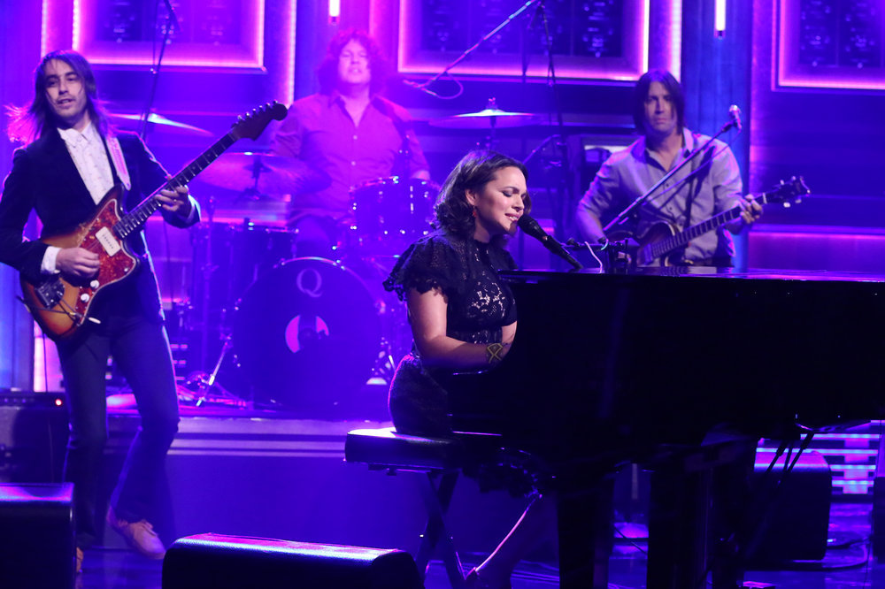 THE TONIGHT SHOW STARRING JIMMY FALLON -- Episode 0548 -- Pictured: Musical Guest Norah Jones performs on October 5, 2016 -- (Photo by: Andrew Lipovsky/NBC)