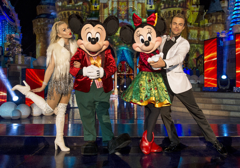 "THE WONDERFUL WORLD OF DISNEY: MAGICAL HOLIDAY CELEBRATION - ""The Wonderful World of Disney: Magical Holiday Celebration"" premieres on THANKSGIVING, THURSDAY, NOVEMBER 24 (8:00-10:00 p.m. EST) on the ABC Television Network and on the ABC app. Join Emmy Award-winners Julianne and Derek Hough as they host the magical two-hour special from the Walt Disney World Resort. They join ""Descendants 2"" star Sofia Carson to kick off the holiday season in a way only Disney can, showcasing extraordinary music performances, special appearances and some unforgettable Disney magic moments. (DISNEY/Kent Phillips) JULIANNE HOUGH, MICKEY MOUSE, MINNIE MOUSE, DEREK HOUGH"