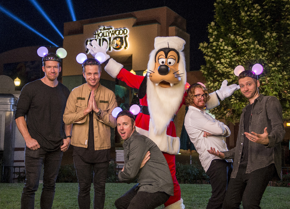 "THE WONDERFUL WORLD OF DISNEY: MAGICAL HOLIDAY CELEBRATION - ""The Wonderful World of Disney: Magical Holiday Celebration"" premieres on THANKSGIVING, THURSDAY, NOVEMBER 24 (8:00-10:00 p.m. EST) on the ABC Television Network and on the ABC app. Join Emmy Award-winners Julianne and Derek Hough as they host the magical two-hour special from the Walt Disney World Resort. They join ""Descendants 2"" star Sofia Carson to kick off the holiday season in a way only Disney can, showcasing extraordinary music performances, special appearances and some unforgettable Disney magic moments. (DISNEY/Kent Phillips) ONEREPUBLIC, GOOFY"
