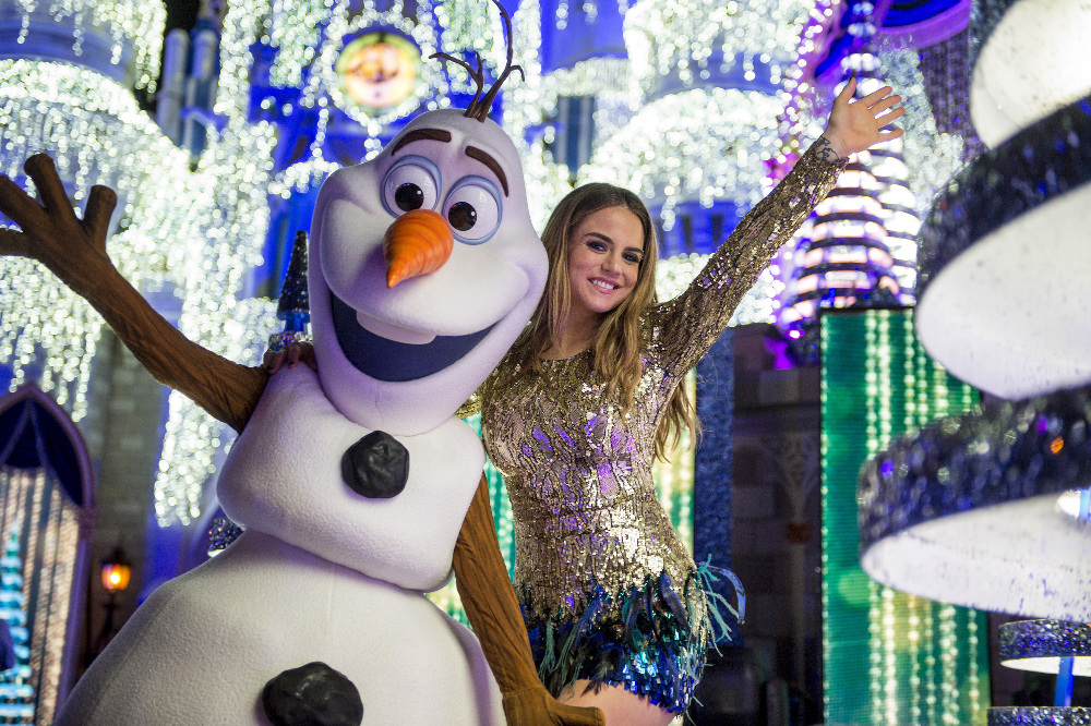 "THE WONDERFUL WORLD OF DISNEY: MAGICAL HOLIDAY CELEBRATION - ""The Wonderful World of Disney: Magical Holiday Celebration"" premieres on THANKSGIVING, THURSDAY, NOVEMBER 24 (8:00-10:00 p.m. EST) on the ABC Television Network and on the ABC app. Join Emmy Award-winners Julianne and Derek Hough as they host the magical two-hour special from the Walt Disney World Resort. They join ""Descendants 2"" star Sofia Carson to kick off the holiday season in a way only Disney can, showcasing extraordinary music performances, special appearances and some unforgettable Disney magic moments. (DISNEY/Kent Phillips) OLAF, JOJO"
