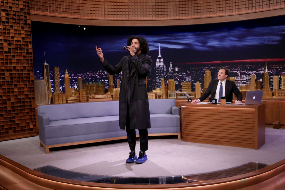 THE TONIGHT SHOW STARRING JIMMY FALLON -- Episode 0566 -- Pictured: (l-r) Actor Daveed Diggs during an interview with host Jimmy Fallon on November 7, 2016 -- (Photo by: Andrew Lipovsky/NBC)