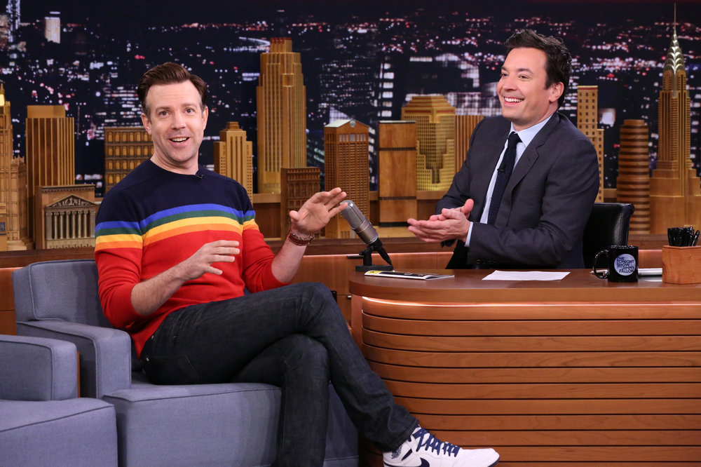 THE TONIGHT SHOW STARRING JIMMY FALLON -- Episode 0575 -- Pictured: (l-r) Actor Jason Sudeikis during an interview with host Jimmy Fallon on November 21, 2016 -- (Photo by: Andrew Lipovsky/NBC)