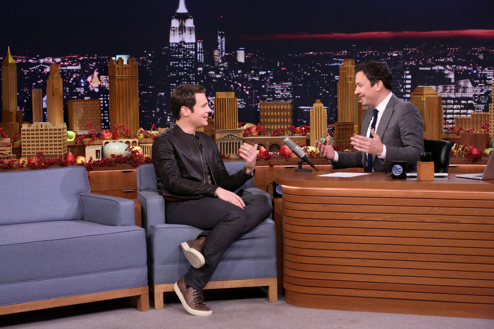 THE TONIGHT SHOW STARRING JIMMY FALLON -- Episode 0577 -- Pictured: (l-r) Actor Jonathan Groff during an interview with host Jimmy Fallon on November 23, 2016 -- (Photo by: Andrew Lipovsky/NBC)