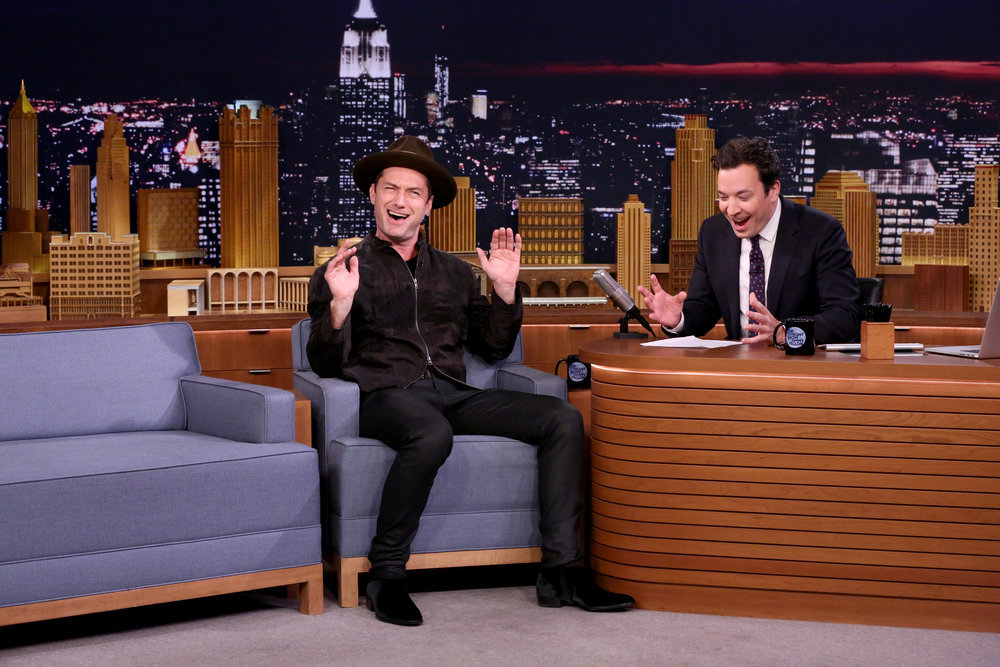 THE TONIGHT SHOW STARRING JIMMY FALLON -- Episode 0572 -- Pictured: (l-r) Actor Jude Law during an interview with host Jimmy Fallon on November 16, 2016 -- (Photo by: Andrew Lipovsky/NBC)