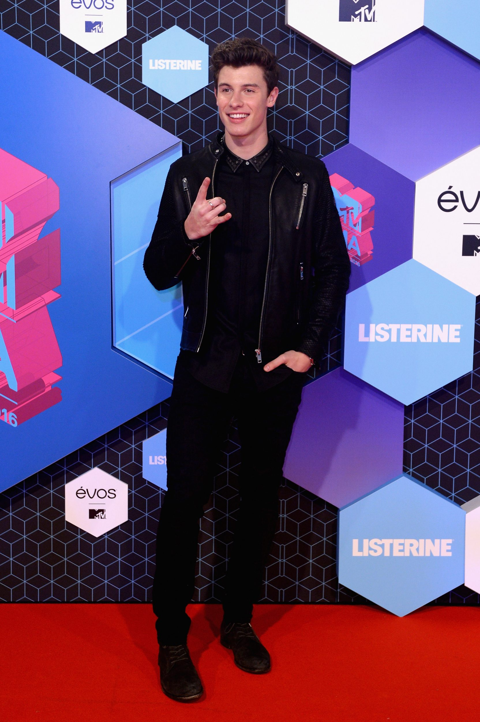 ROTTERDAM, NETHERLANDS - NOVEMBER 06: Singer Shawn Mendes attends the MTV Europe Music Awards 2016 on November 6, 2016 in Rotterdam, Netherlands. (Photo by Anthony Harvey/Getty Images for MTV) *** Local Caption *** Shawn Mendes