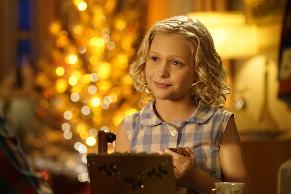 Nbc Christmas Of Many Colors.First Look Nbc S Dolly Parton S Christmas Of Many Colors