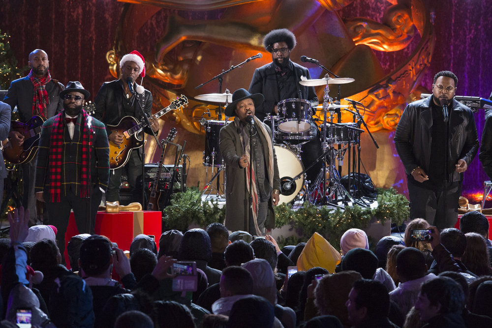 "CHRISTMAS IN ROCKEFELLER CENTER -- Pictured: (l-r) Tariq ""Black Thought"" Trotter, Kirk ""Captain Kirk"" Douglas, Ahmir ""Questlove"" Thompson of The Roots and Anthony Hamilton rehearse for the 2016 Christmas in Rockefeller Center -- (Photo by: Virginia Sherwood/NBC)"