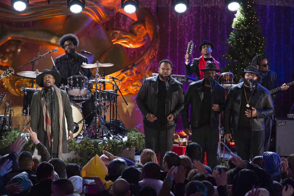 "CHRISTMAS IN ROCKEFELLER CENTER -- Pictured: (l-r) Anthony Hamilton, Ahmir ""Questlove"" Thompson, Frank ""Knuckles"" Walker, Mark Kelley of The Roots rehearse for the 2016 Christmas in Rockefeller Center -- (Photo by: Virginia Sherwood/NBC)"