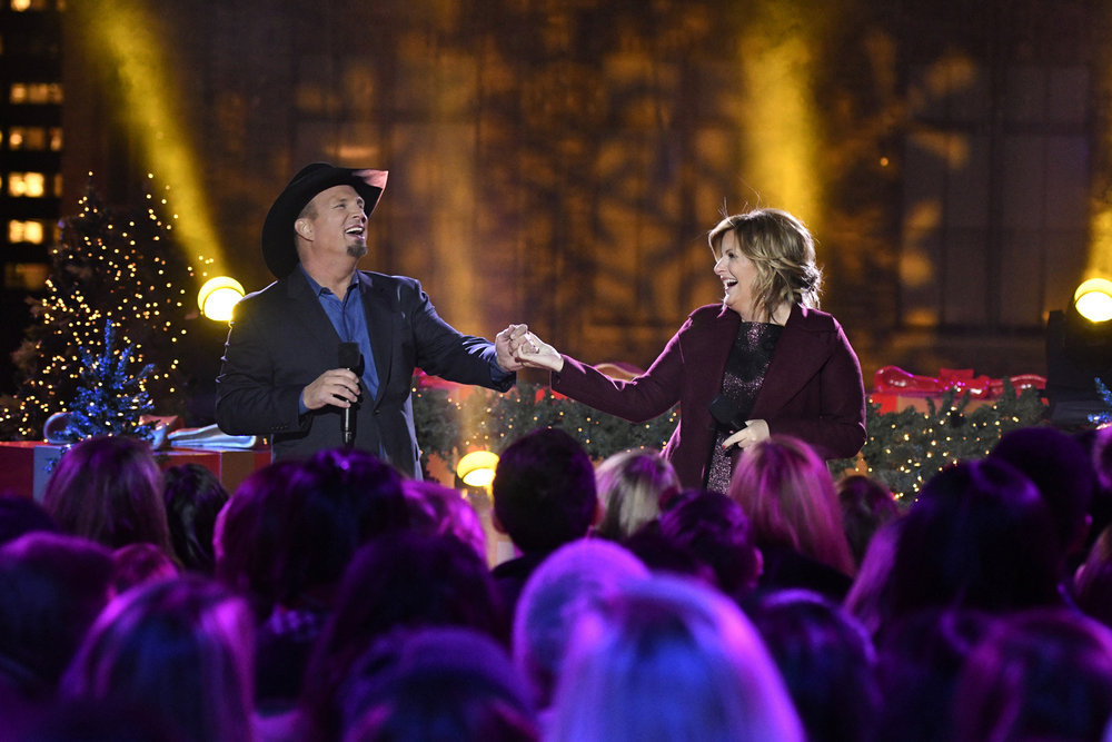 CHRISTMAS IN ROCKEFELLER CENTER -- Pictured: (l-r) Garth Brooks and Trisha Yearwood rehearse for the 2016 Christmas in Rockefeller Center -- (Photo by: Peter Kramer/NBC)