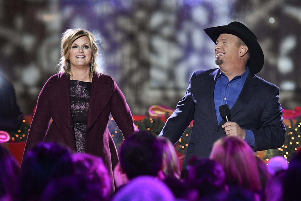 CHRISTMAS IN ROCKEFELLER CENTER -- Pictured: (l-r) Trisha Yearwood and Garth Brooks rehearse for the 2016 Christmas in Rockefeller Center -- (Photo by: Peter Kramer/NBC)