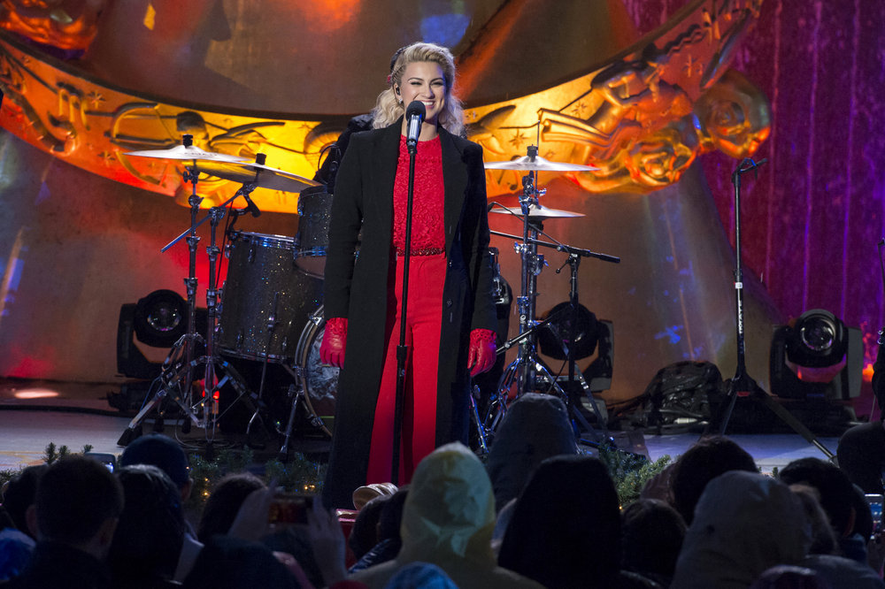 CHRISTMAS IN ROCKEFELLER CENTER 2016-- Pictured: Tori Kelly during the 2016 Christmas in Rockefeller Center -- (Photo by: Virginia Sherwood/NBC)