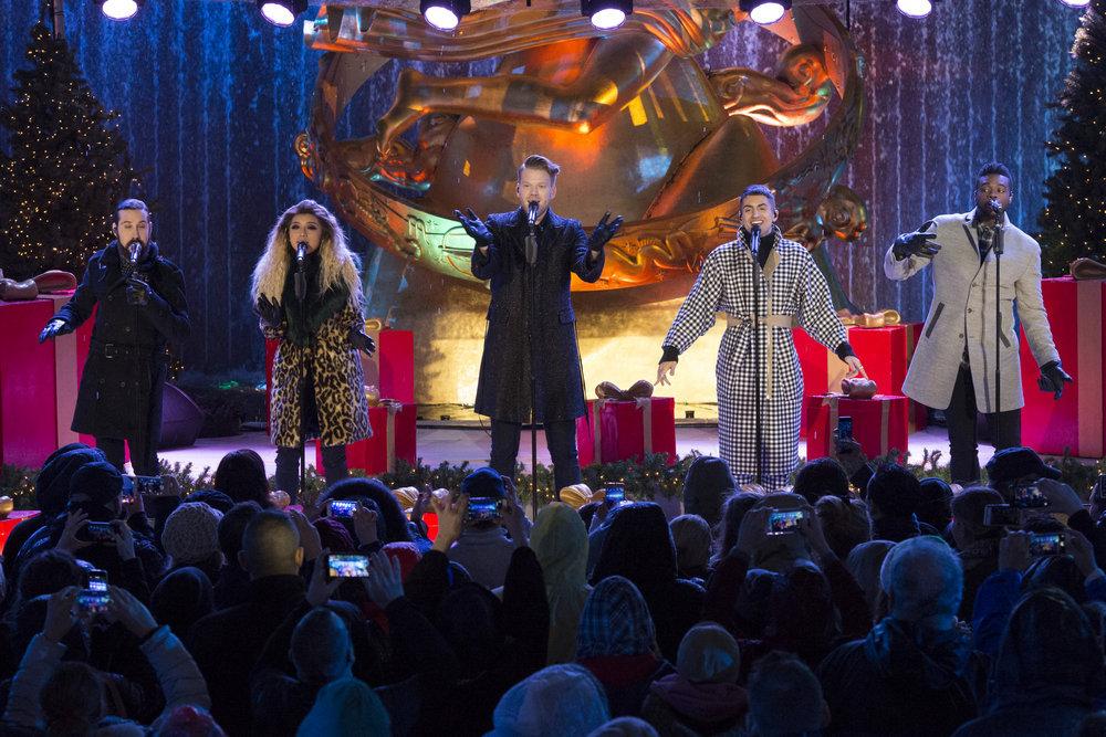 CHRISTMAS IN ROCKEFELLER CENTER 2016-- Pictured: (l-r) Avi Kaplan, Kirstin Maldonado, Scott Hoying, Mitchell Grassi and Kevin Olusola of Pentatonix during the 2016 Christmas in Rockefeller Center -- (Photo by: Virginia Sherwood/NBC)